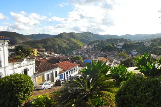 Stadt in den Hügeln