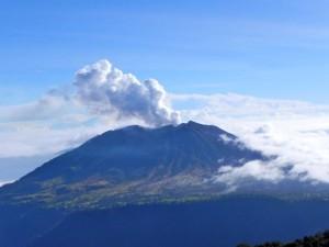 Aschewolke über dem Turrialba-Vulkan