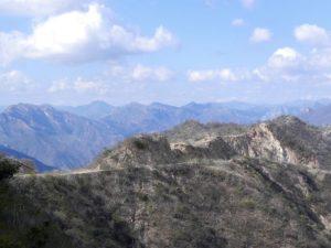 über endlose Bergketten