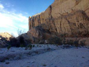 Schluchten und Felswände